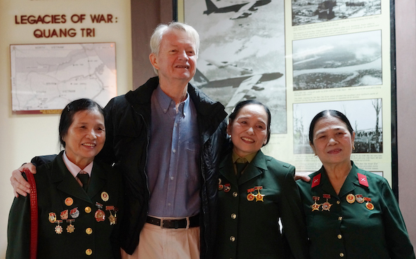 Vietnam War Veterans Hoàng Thị Mai, Chuck Searcy, Nguyễn Thị Nguyệt and Phạm Thị Kim Oanh at Project Renew,